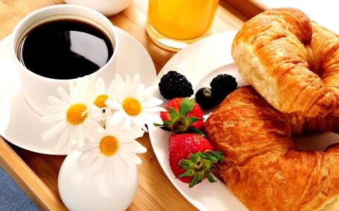 pour bien commencer votre journe profitez dun grand choix au buffet pour prendre un petit djeuner continental servi galement en room service dans - Plateau Romantique